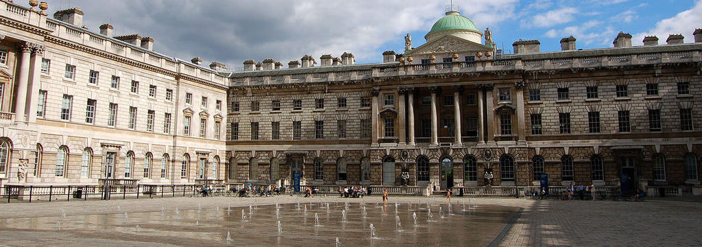 'Somerset House'. Licensed under CC BY-SA 2.0 via Commons - https://commons.wikimedia.org/wiki/File:Somerset_House.jpg#/media/File:Somerset_House.jpg