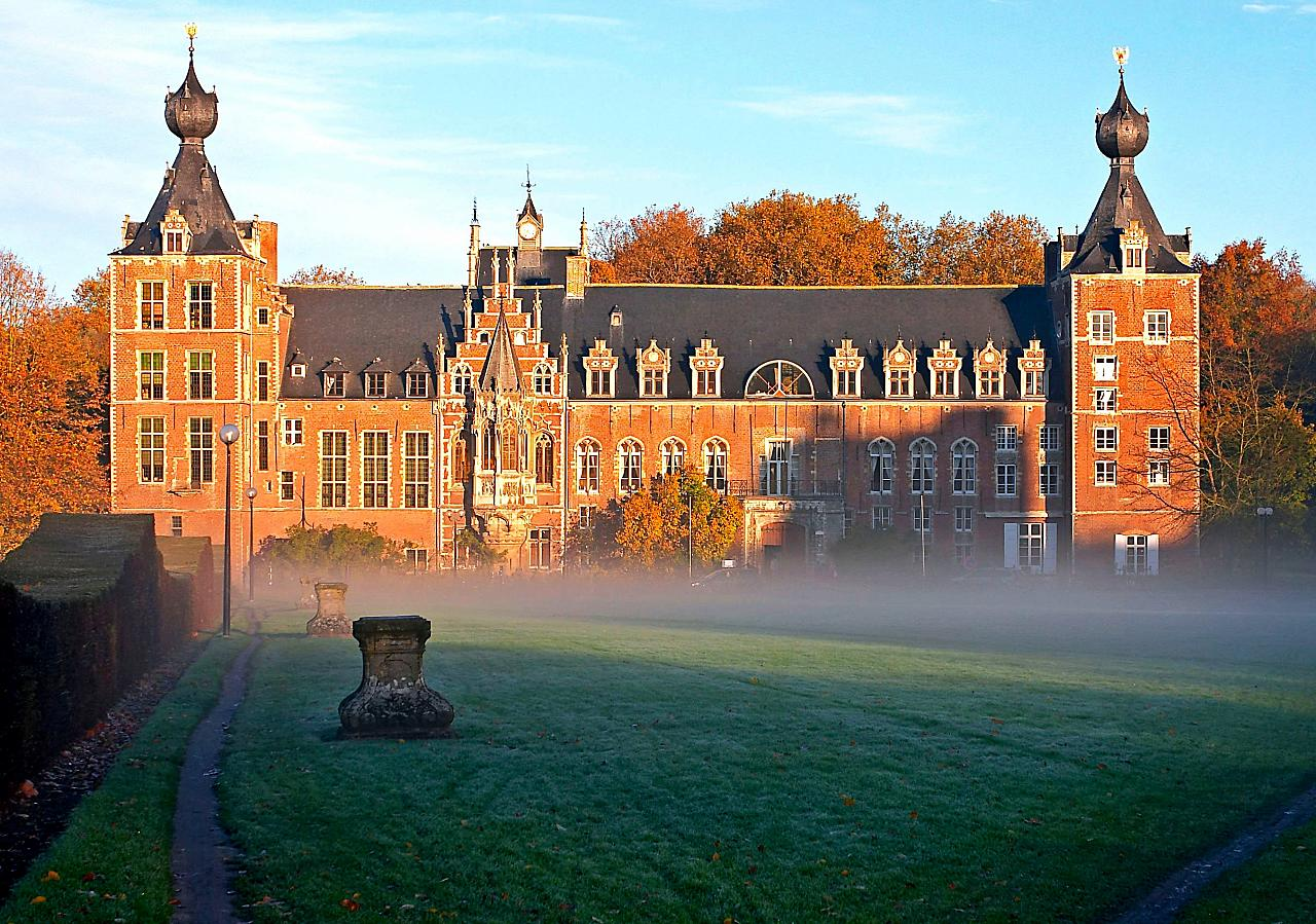 'Castle Arenberg, Katholieke Universiteit Leuven adj' by Juhanson - Image taken by Juhanson with Canon EOS 10D camera. Licensed under CC BY-SA 3.0 via Commons - https://commons.wikimedia.org/wiki/File:Castle_Arenberg,_Katholieke_Universiteit_Leuven_adj.jp