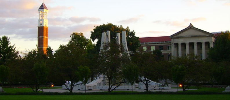 """Purdue EngineeringMall"". Lizenziert unter Gemeinfrei über Wikimedia Commons - https://commons.wikimedia.org/wiki/File:Purdue_EngineeringMall.jpg#/media/File:Purdue_EngineeringMall.jpg"