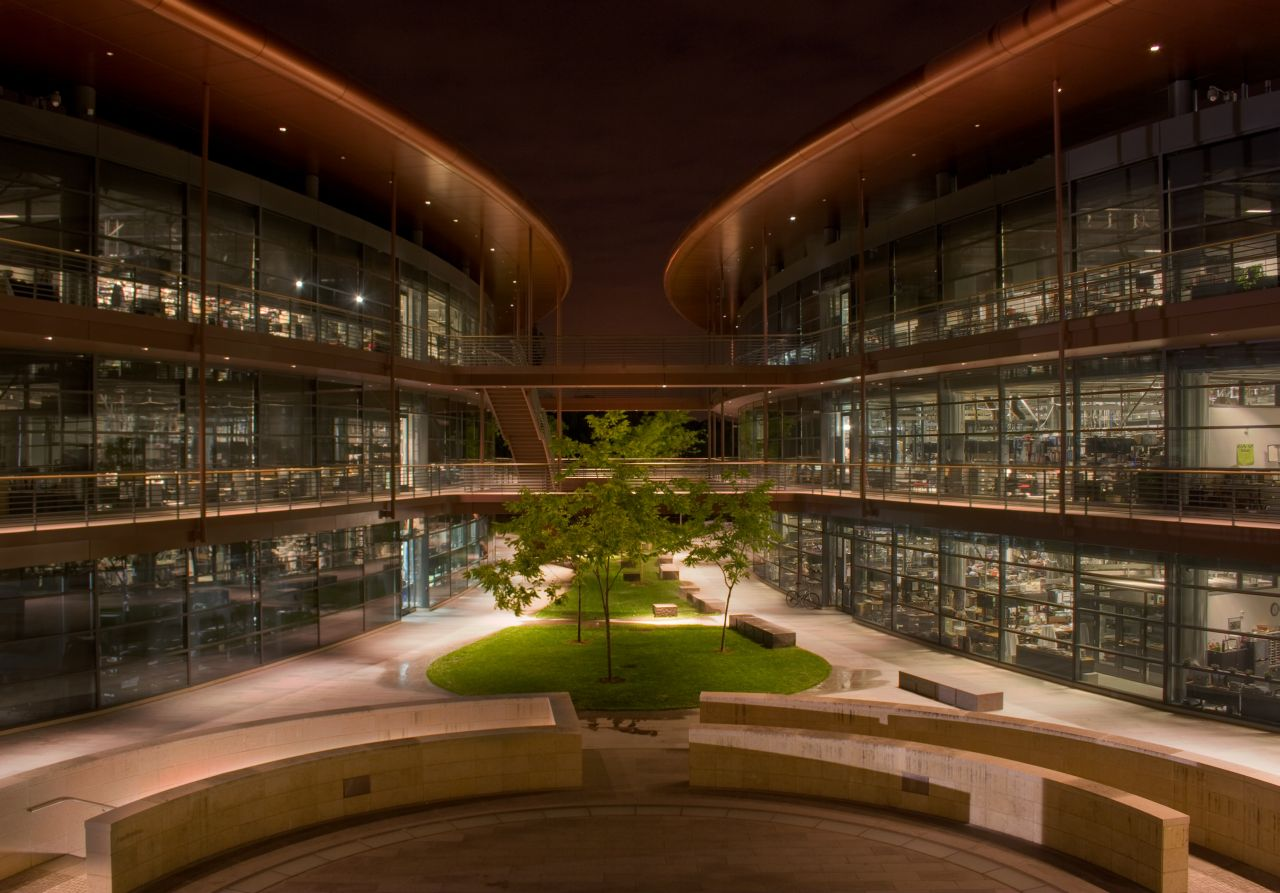 'James H. Clark Center at night HDR-2' by Justin Lebar - Own work. Licensed under CC BY-SA 3.0 via Commons - https://commons.wikimedia.org/wiki/File:James_H._Clark_Center_at_night_HDR-2.jpg#/media/File:James_H._Clark_Center_at_night_HDR-2.jpg