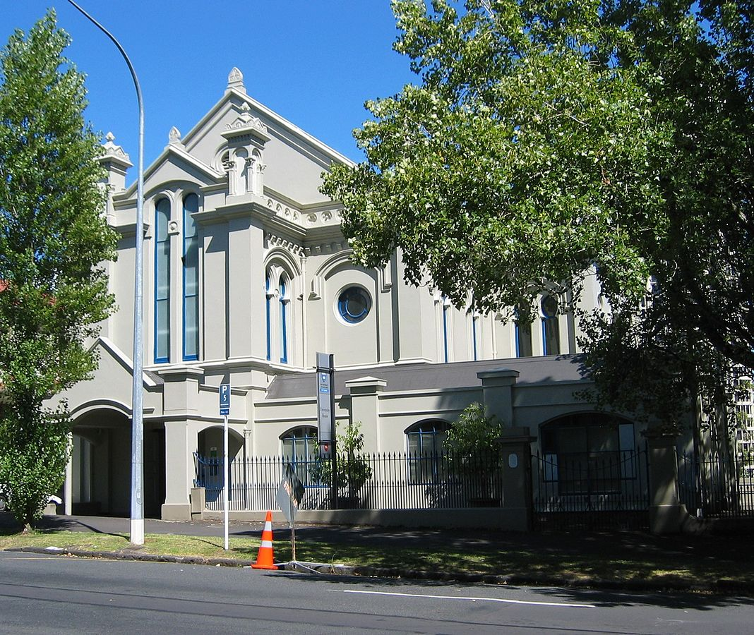 'University House, University of Auckland - an old synagogue' by Building designed by Edward Bartley (1839–1919).Photo by Avenue - Own work. Licensed under CC BY-SA 3.0 via Commons - https://commons.wikimedia.org/wiki/File:University_House,_University_of_